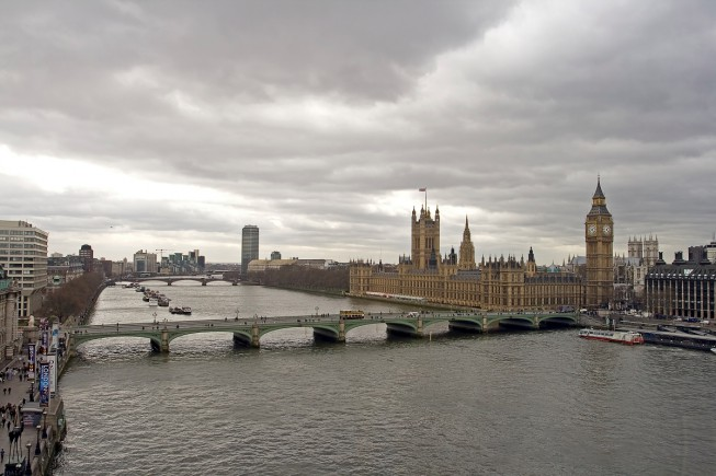 Parliament-and-the-Tower-of-Big-Ben-Across-the-Tha-653x435