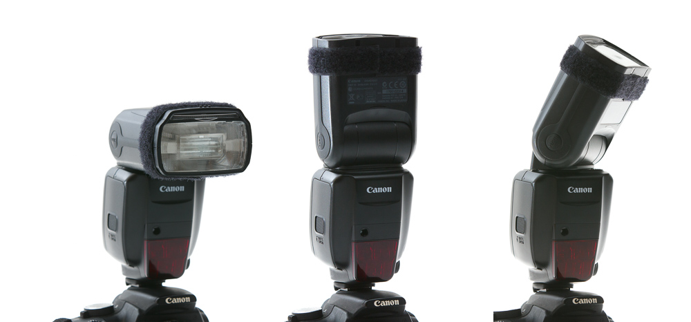 Den externen Blitz, den man in den Schienen auf der Oberseite der Kamera befestigt, kann man in alle möglichen Winkel drehen und auf diese Weise Decke oder Wand beleuchten.