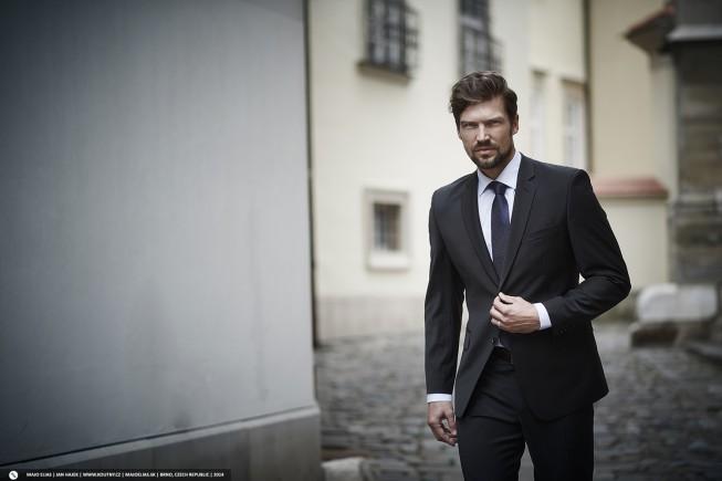 Wie die finalen Bilder verwendet werden, hängt von Ihrer Vereinbarung ab. Diese Fotos wurden für den Herrenmodenhersteller www.koutny.cz gemacht.