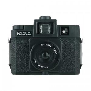 Eine Holga Kamera kann man in einer Gebrauchtwarenhandlung für cca. 70 € bekommen. Die Fotos davon haben eine charakteristische Atmosphäre.