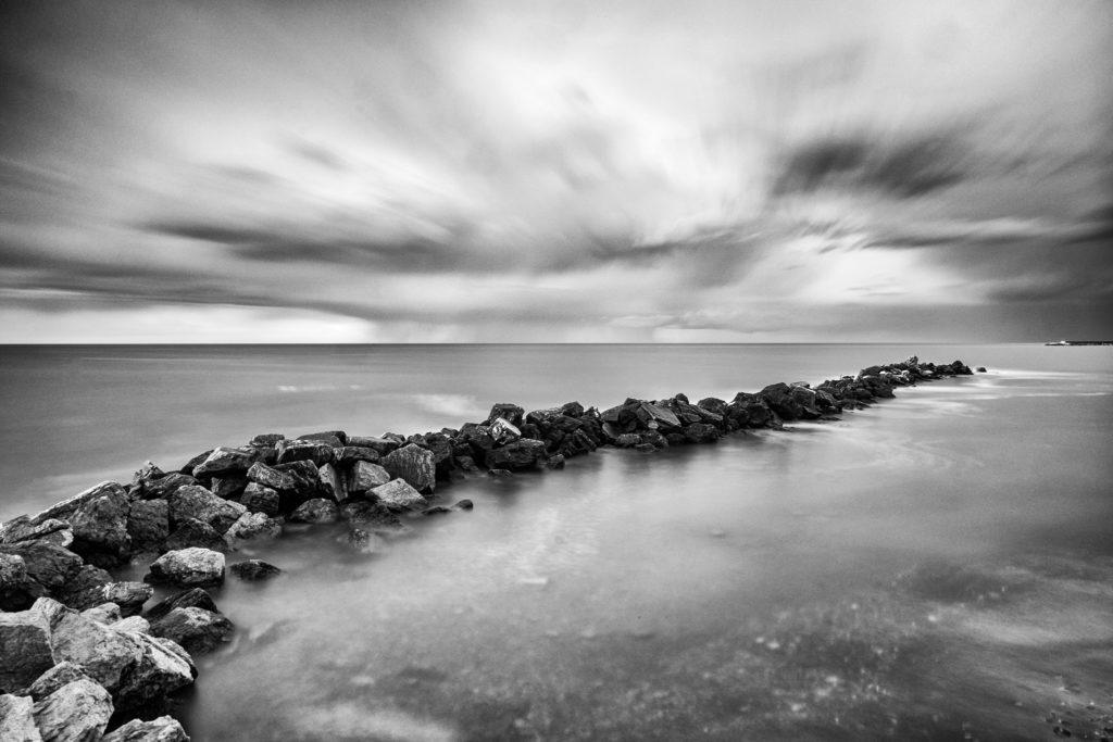 Meer mit ND1000 Filter. Bildautor ist Giovanni Tabbò. Fuji X-T1, XF14mm F2,8 R, 3 minuty, F22, ISO 200, Brennweite 14 mm