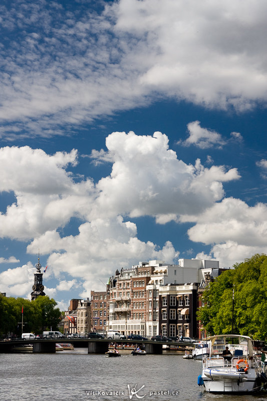 Amsterdam mit dem Polifilter. Canon EOS 40D, Canon EF-S 18–55 mm F3.5–5.6, 1/200 s, F8.0, ISO 200, Brennweite 50 mm.