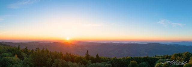 Der Sonnenaufgang vom Aussichtsturm Velký Lopeník.