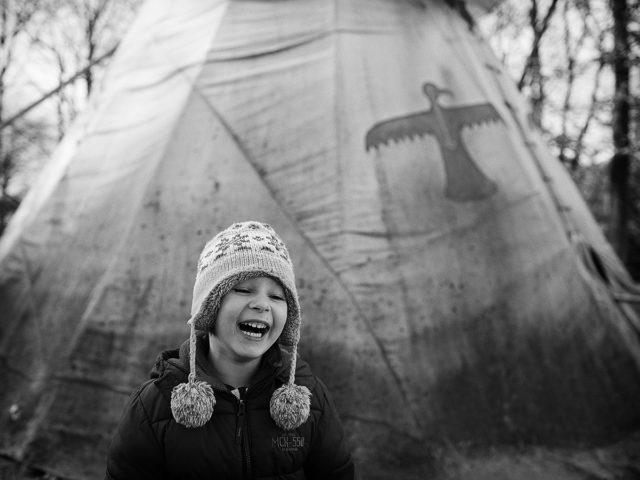 Ein lachendes Kind in einem der Schnittpunkte des Goldenen Schnitts.