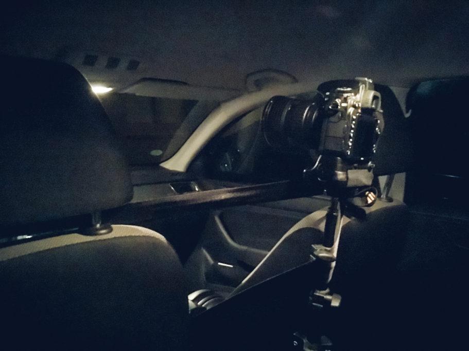 Timelapse-Videos: Befestigung der Fotokamera im Auto.