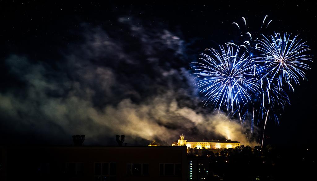Feuerwerke richtig fotografieren: Feuerwerk auf der Brünner Burg Špilberk.Nikon D7100, 18-105 mm f/5.6, 3 s, f/5,7, ISO 200, Brennweite 105 mm