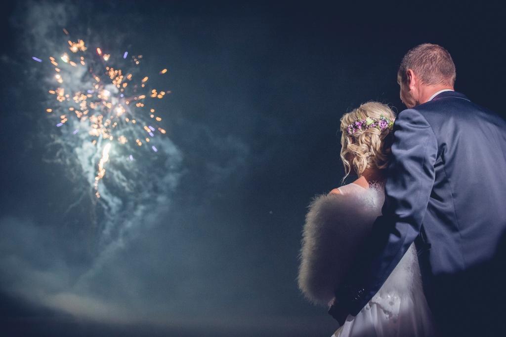 Feuerwerke richtig fotografieren: Feuerwerk auf der Hochzeitsfeier.