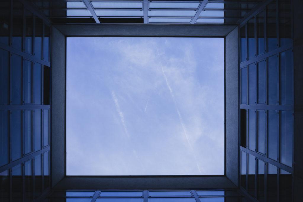 """Mit einem Blick nach oben können Sie beispielsweise so ein """"Fenster"""" in den Himmel entdecken."""