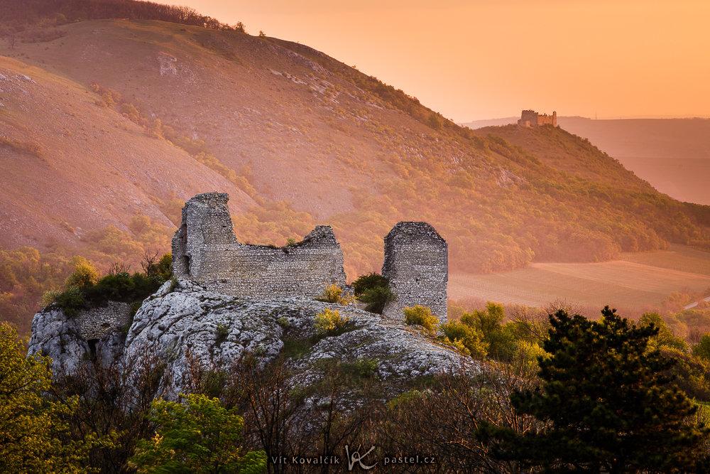 Landschaftsaufnahmen mit dem Teleobjektiv: zwei Burgen.