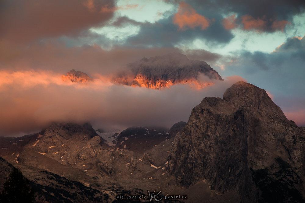 Landschaftsaufnahmen mit dem Teleobjektiv: detailaufnahme eines Berges mit einem Teleobjektiv.