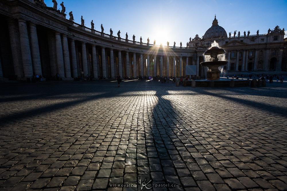 Aufnahmen bei Gegenlicht: Der Petersplatz im Vatikan.