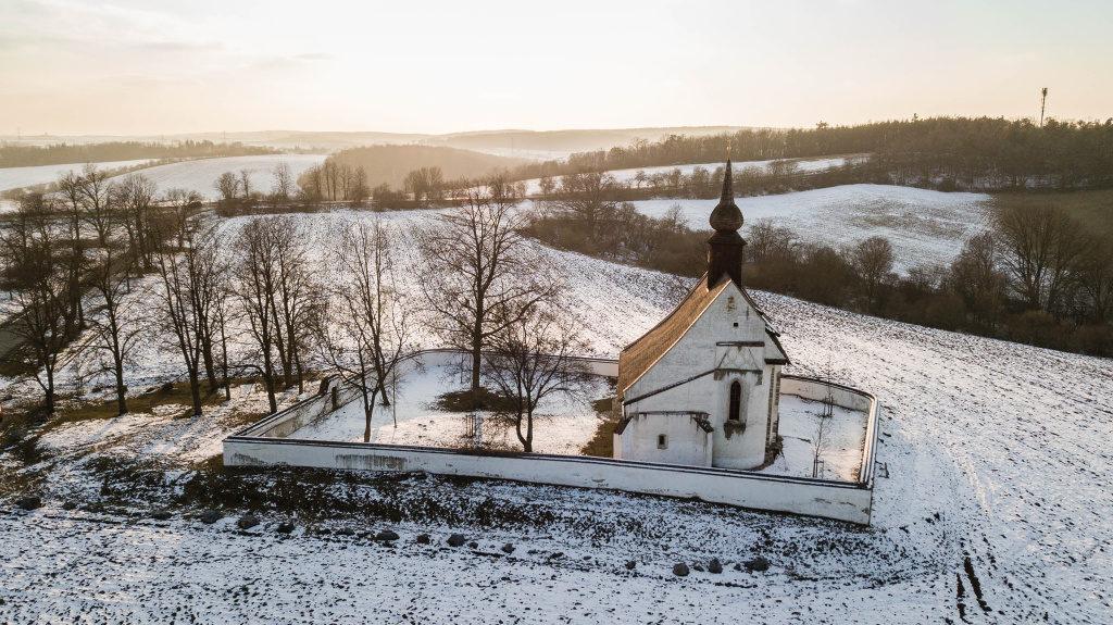 Fotografieren mit der Drohne: Kirche.