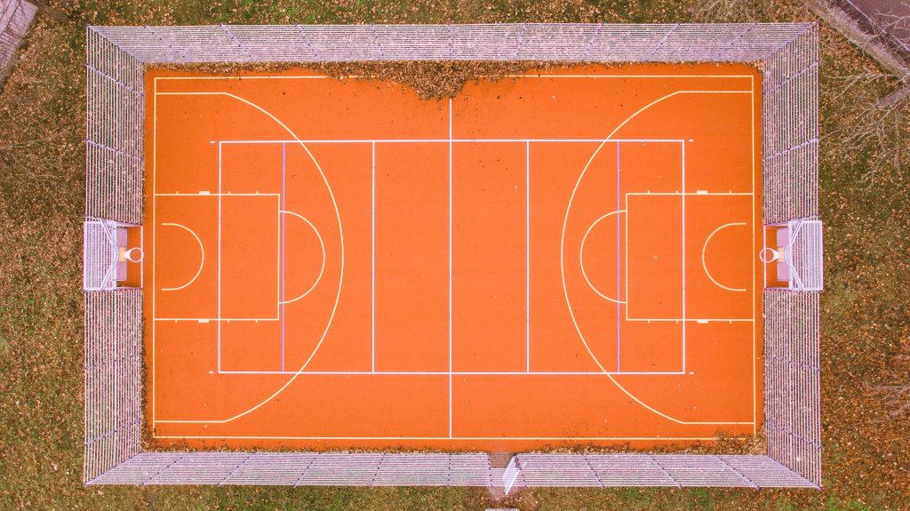Fotografieren mit der Drohne: Tennisplatz.