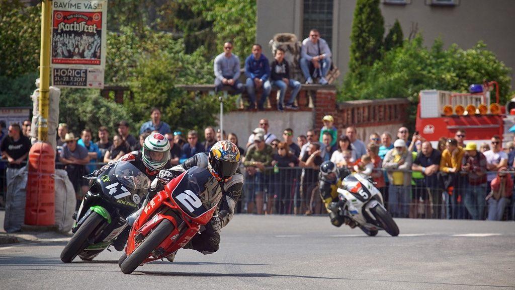 Motorradrennen fotografieren: Für Fotos der ersten Runde haben Sie gewöhnlich nur einen Versuch.
