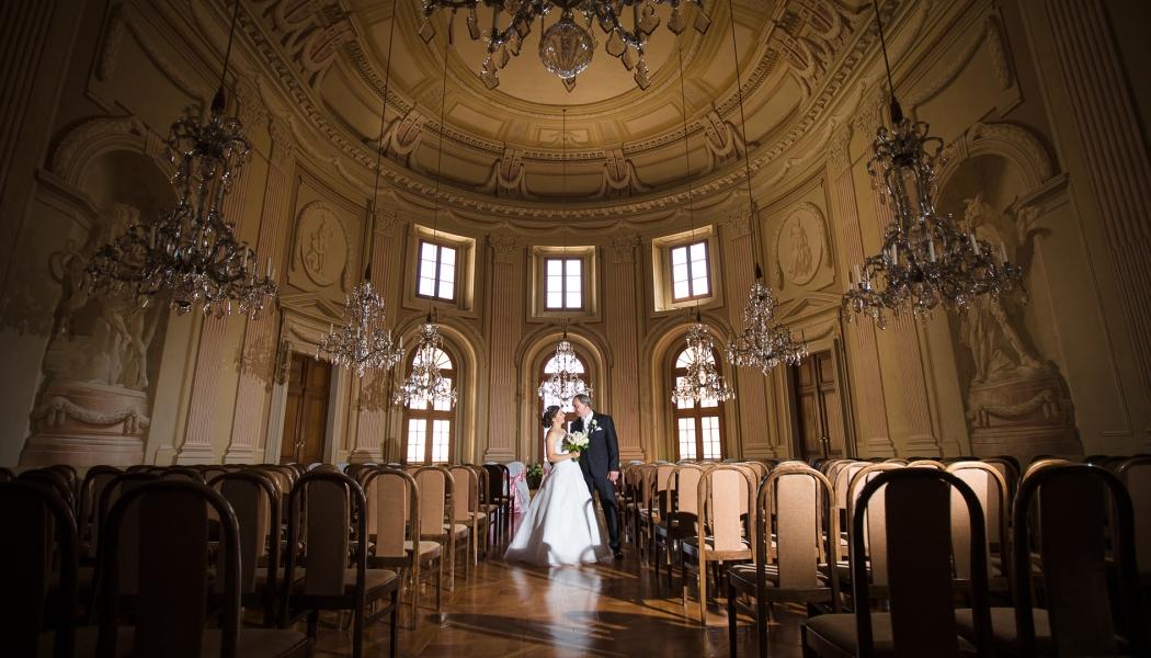 Hochzeitsaufnahmen auf dem Schloss und in der Kirche