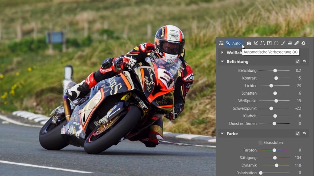 Wie man Fotos von Motorradrennen bearbeitet: Die automatische Verbesserung.