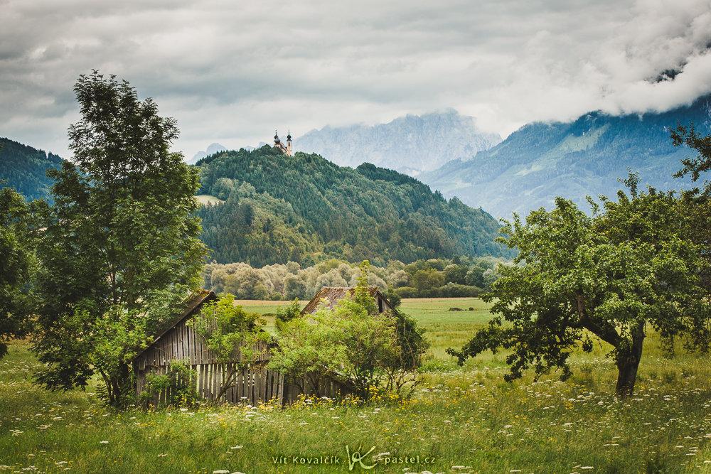 Landschaften während des Tages und bei Regen fotografieren: Gleiche Aufnahme nach der Bearbeitung.