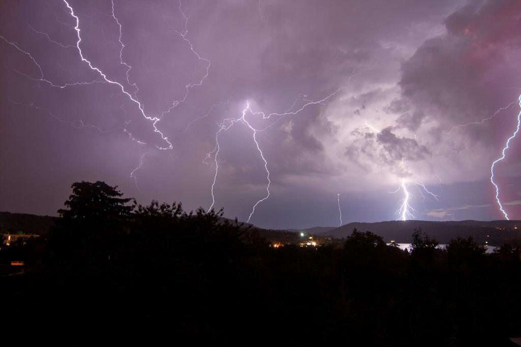 Wie man Blitze fotografiert: viele Blitze.