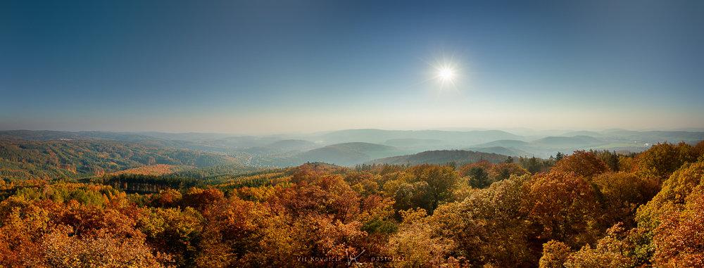Landschaften während des Tages und bei Regen fotografieren: HDR Panorama mit einem wolkenlosen Himmel.