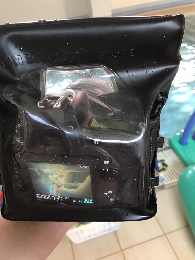 Wie fotografiert man unter Wasser - unterwassertasche