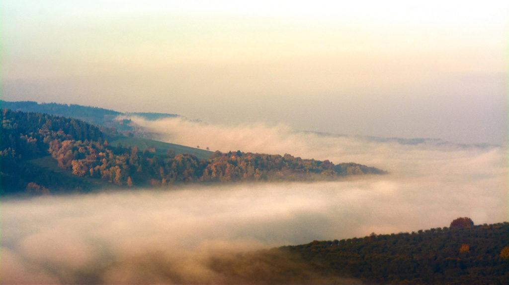 Makro oder Close up: Dank des Teleobjektivs konnte ich eine Detailaufnahme der Inversion im Tal machen.