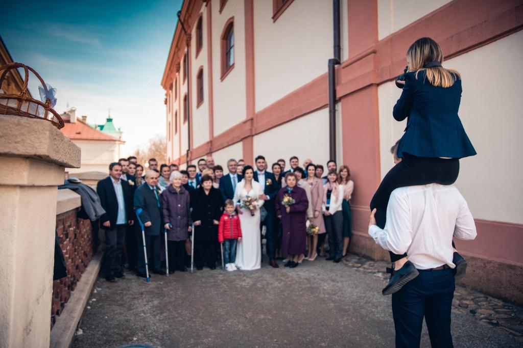 Was sollte man für ein Hochzeitsfotoshooting mitnehmen - assistent
