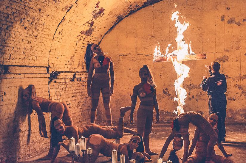 Wie fotografiert man Feuer und Rauchbomben - backstage