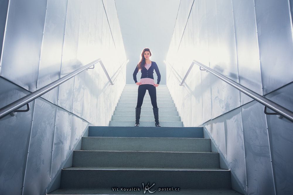 Grundlagen der Komposition im Porträt II - Frau über Treppen