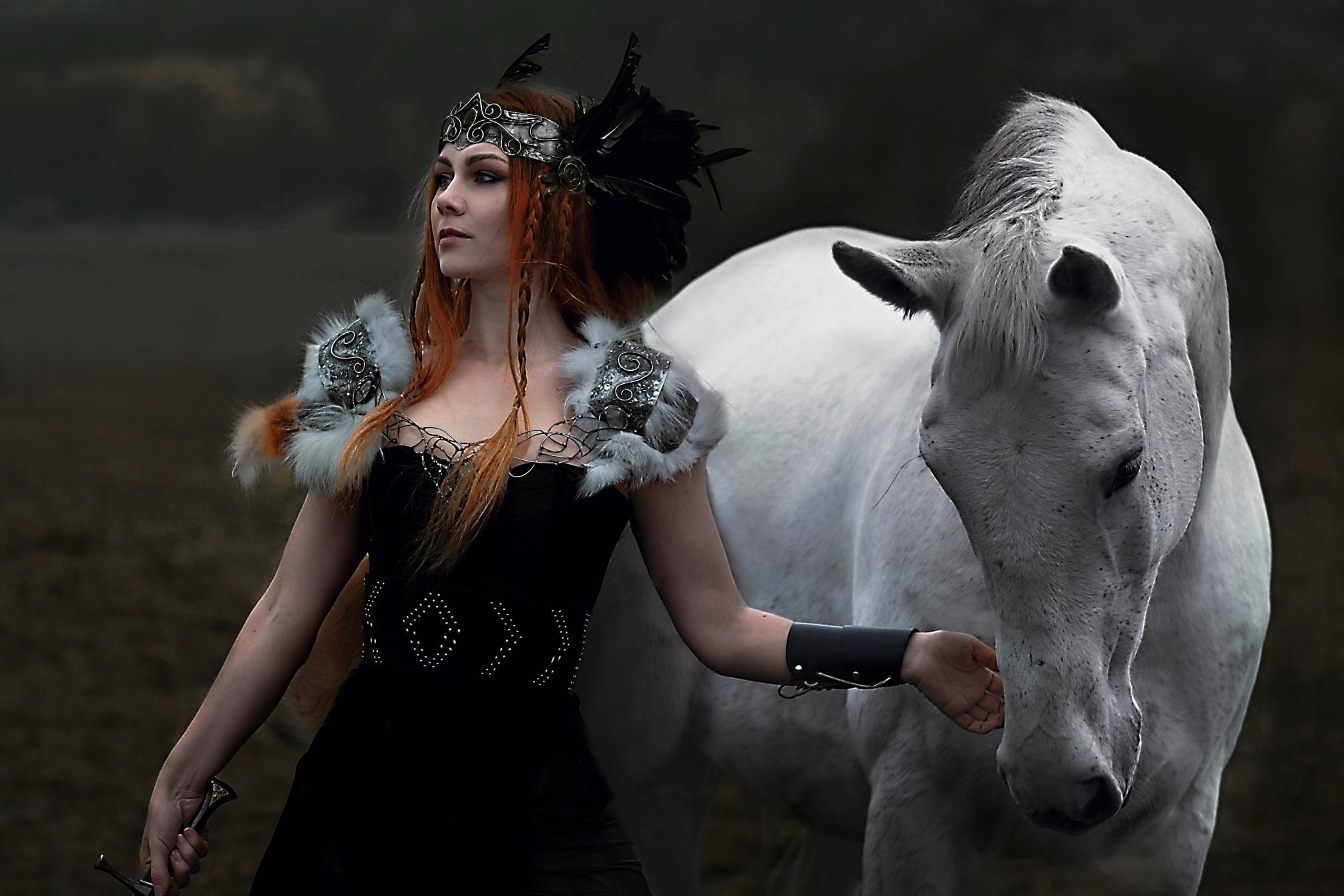 """Fantasy-Fotografin Lucie Amulett: """"Das Lieblingsstyling bei Models? Zerzaust und schmutzig! """""""