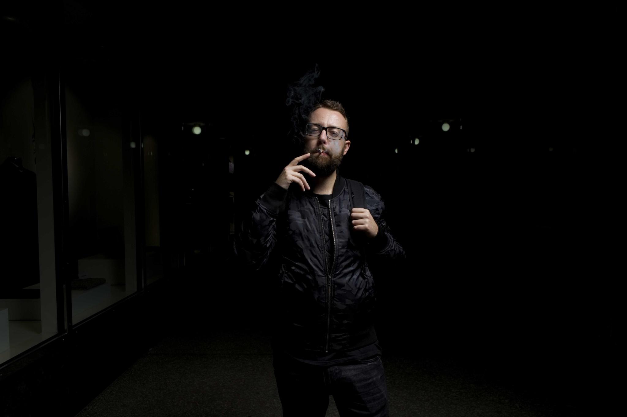 Wie fotografiert man Porträts mit Weitwinkelobjektiv? Achten Sie auf die Entfernung und wählen Sie den richtigen Winkel.